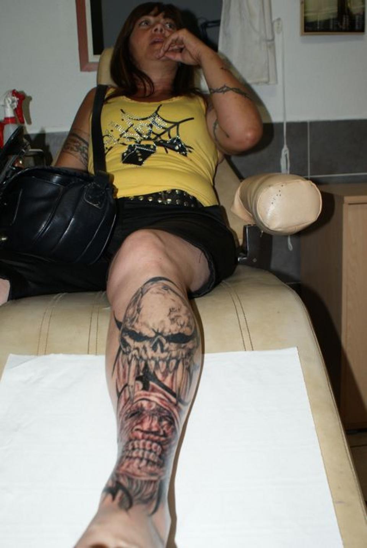 Tattoo volution serge tatoueur pierceur depuis plus - Tete de mort avec fleur ...