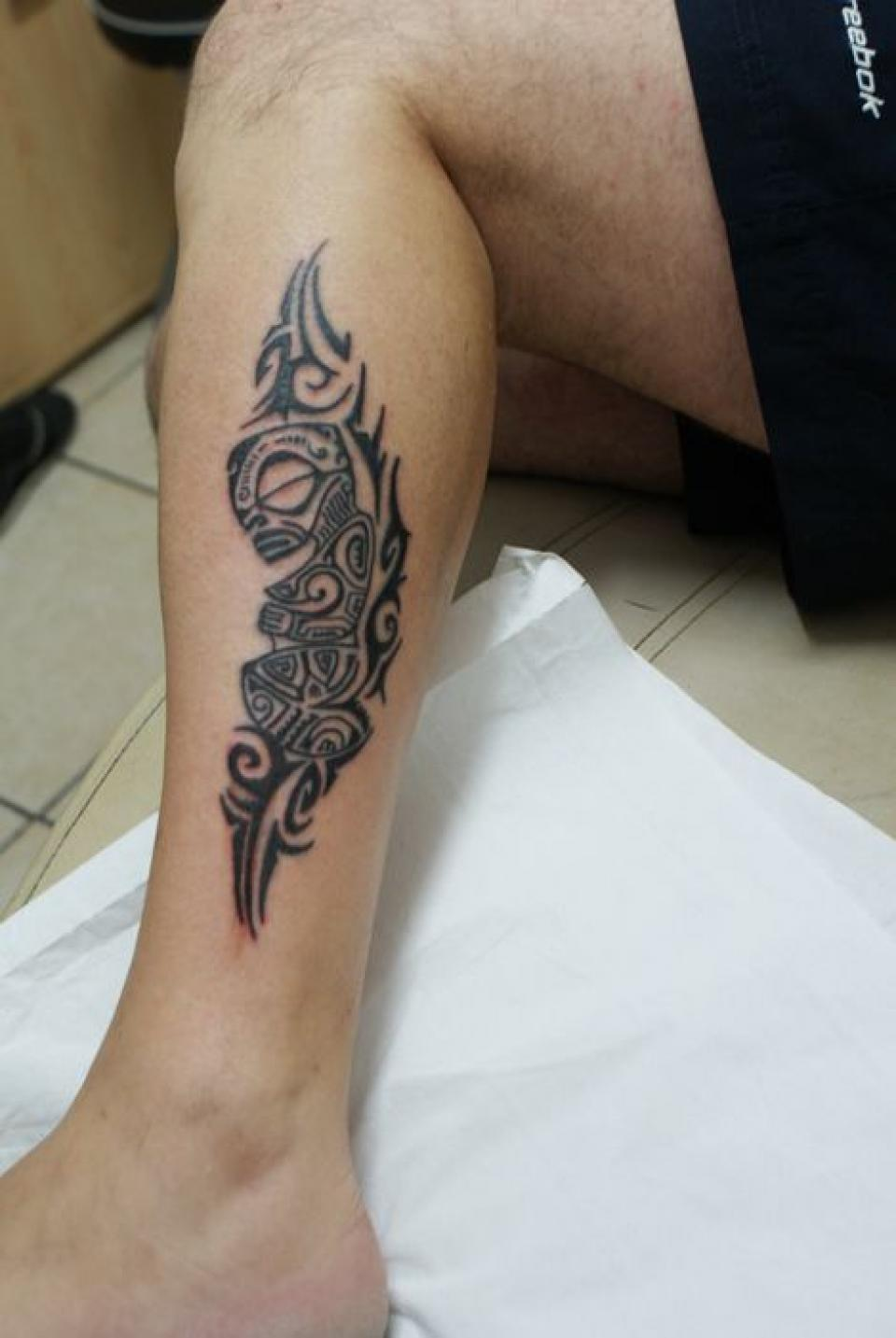 Pin tattoo mollet maori tatouage le page 20 pelautscom on pinterest - Tattoo mollet homme ...